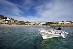 Barco recreacional en la isla del ibiza fotos de archivo