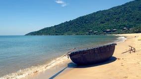 Barco redondo na praia, Da Nang, Vietname fotos de stock royalty free