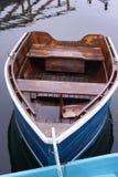 Barco a remos que espera o proprietário imagens de stock