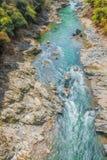 Barco a remos que viaja no rio Kyoto Japão de Arashiyama Fotografia de Stock