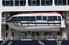 Barco salva-vidas em um navio de cruzeiros foto de stock royalty free