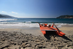Barco salva-vidas na praia - a Ilha de Elba Fotografia de Stock