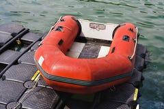 Barco salva-vidas no litoral Foto de Stock