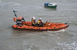 Barco salva-vidas no mar na Weston-super-égua, Reino Unido imagem de stock