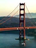 Barco sob golden gate bridge Imagem de Stock Royalty Free