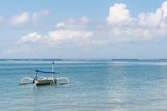 Barco solamente en el océano Fotografía de archivo libre de regalías