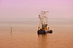 Barco solo del pescador Fotos de archivo libres de regalías