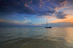 Barco solo en el mar Fotografía de archivo libre de regalías