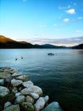 Barco solo en un lago Imagen de archivo