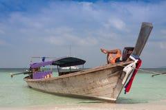 Barco tailandés tradicional del longtail en la isla de Poda, Tailandia imágenes de archivo libres de regalías