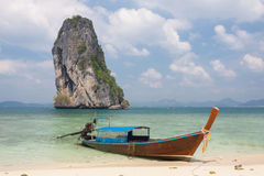 Barco tailandés tradicional del longtail en la isla de Poda, Tailandia Imagen de archivo libre de regalías