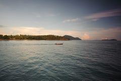 Barco tailandés tradicional Tailandia, Koh Phi-Phi Don, mar del longtail de Andaman Imagen de archivo libre de regalías
