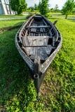 barco tradicional abandonado en la playa Fotos de archivo libres de regalías