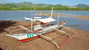 Barco tradicional en Palawan, Filipinas con un fondo hermoso fotos de archivo libres de regalías