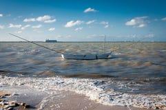 Barco tradicional por la playa, México del pescador Imagen de archivo libre de regalías