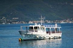 Barco turístico Imágenes de archivo libres de regalías