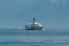 Barco turístico Imagenes de archivo