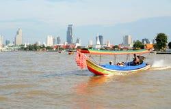 Barco turístico de la cola larga Imagenes de archivo