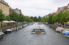 Barco turístico em Copenhaga, Dinamarca fotos de stock royalty free