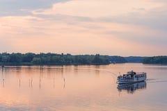 Barco turístico en el Havel imagen de archivo