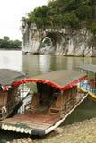 Barco turístico en la colina del tronco del elefante Fotos de archivo