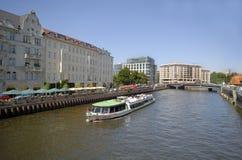 Barco turístico en la juerga Imagen de archivo libre de regalías