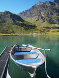 Barco vacío en el lago Truebsee imagen de archivo libre de regalías