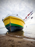 Barco varado, en las orillas de Polonia Imagen de archivo libre de regalías