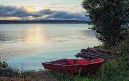 Barco velho do metal no rio Fotografia de Stock Royalty Free