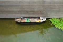 Barco velho do pescador fotografia de stock royalty free