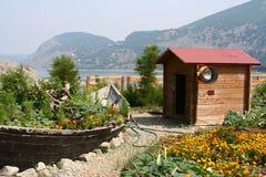 Barco velho e casa pequena Fotos de Stock