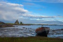 Barco velho na praia Imagem de Stock Royalty Free