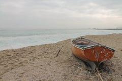 Barco velho na praia odessa Fotos de Stock Royalty Free