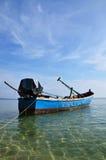 Barco viejo del metal en el mar Fotografía de archivo