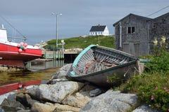 Barco viejo en puerto Fotos de archivo