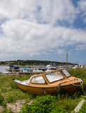 Barco viejo en tierra Foto de archivo