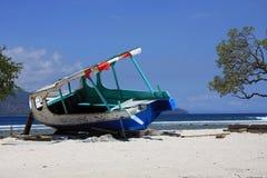 Barco viejo naufragado Foto de archivo libre de regalías