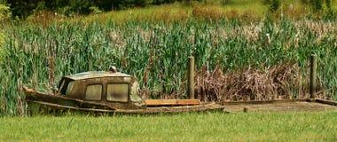 Barco viejo oxidado Imagen de archivo libre de regalías