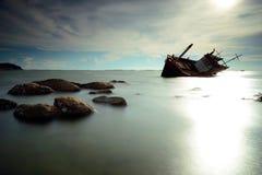 Barco volcado Fotos de archivo libres de regalías