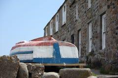 Barco vuelto hacia arriba Fotos de archivo libres de regalías