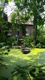 Barco y casa en los Países Bajos Imagenes de archivo