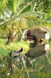 Barco y choza de madera tradicionales Fotografía de archivo libre de regalías