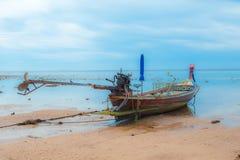 Barco y cielo de mar Imagen de archivo