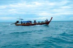 Barco y cielo de mar Fotografía de archivo libre de regalías