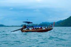 Barco y cielo de mar Imágenes de archivo libres de regalías