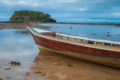 Barco y cielo de mar Foto de archivo