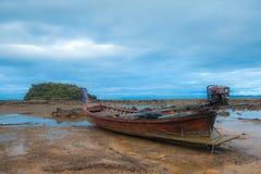 Barco y cielo de mar Fotos de archivo