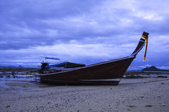 Barco y cielo de mar Imagenes de archivo