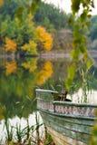 Barco y el lago Foto de archivo libre de regalías