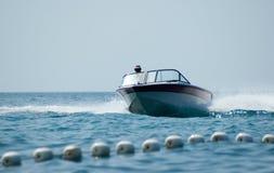 Barco y estela Foto de archivo libre de regalías